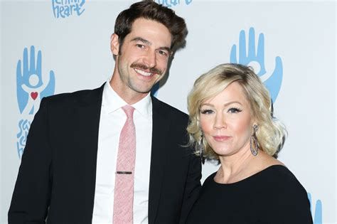 Files For Divorce by Jennie Garth S Husband Dave Abrams Files For Divorce 10z