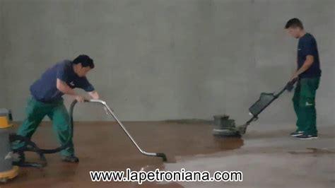 lavare pavimento lavaggio pavimento con monospazzola aspiraliquidi