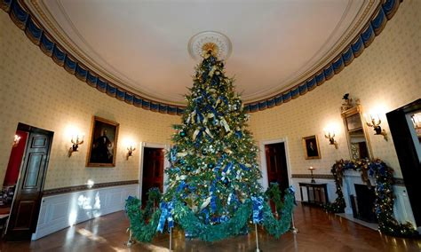 who pays for white house christmas 20 beautiful photos of white house decorations 2017