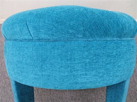 round tufted ottoman for sale at 1stdibs excellent mid century round tufted pouf upholstered