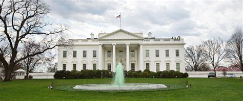 white residence white house goes green for st patrick s day abc news