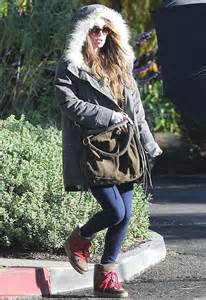 Megan fox hides baby bump on outing with brian austin green and little noah daily mail online