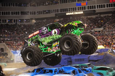 monster trucks grave digger crashes monster jam truck show stomping into allentown