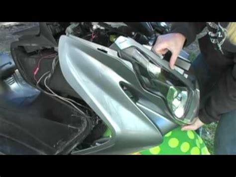 Suzuki Burgman 400 Cover 07 Suzuki Burgman 400 Front Leg Shield Cover Removal