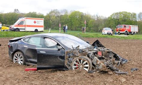 Tesla High Speed Crashes S New Tesla Model S In High Speed