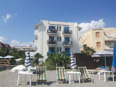 hotel baia degli dei giardini naxos vista desde la playa