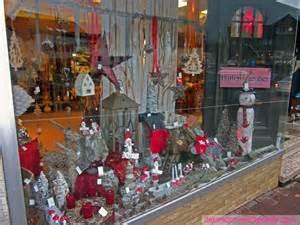 schaufenster dekoration schaufensterdekoration geschenkartikel