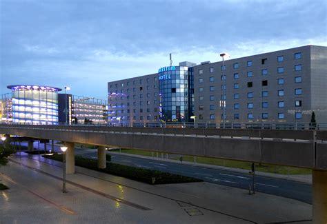 flughafen hannover file maritim hotel hannover airport jpg wikimedia commons