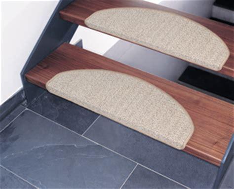 holztreppe rutschfest machen beschichteter sisalteppich ideal f 252 r ihre treppe