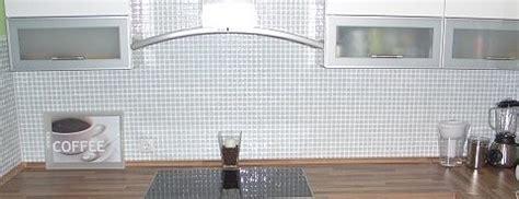 fliesen boden günstig mosaikfliesen weiss glasmosaik keramik naturstein mosaik