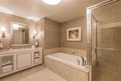 bathrooms com reviews ooh la la paris las vegas hotel rooms get a snazzy