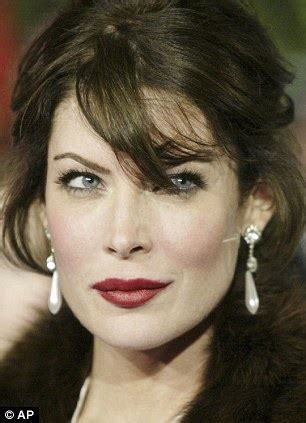 43 years old actress lara flynn boyle is barely recognisable from her hollywood