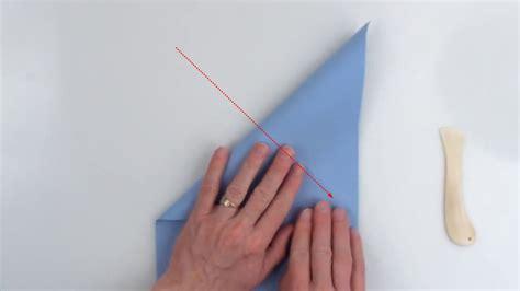 Paper Folding World Record - ギネス記録保持者が教える 世界で最も遠くまで飛んだ紙飛行機の折り方 gigazine
