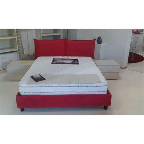 testata letto con cuscini ladari per da letto foto e immagini