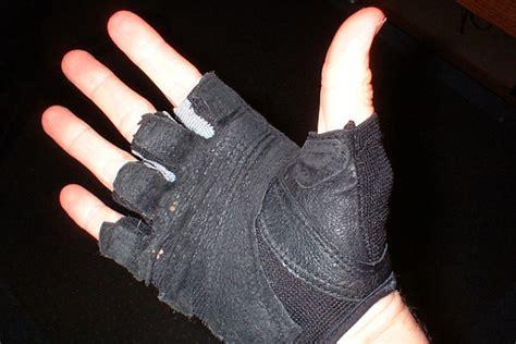 c 243 mo proteger las manos al entrenar con mancuernas