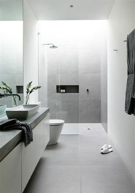 fliesen bad hellgrau modernes badezimmer wei 223 hellgrau fliesen pflanze dusche