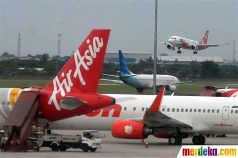 airasia terminal surabaya foto memantau aktivitas pesawat airasia di bandara