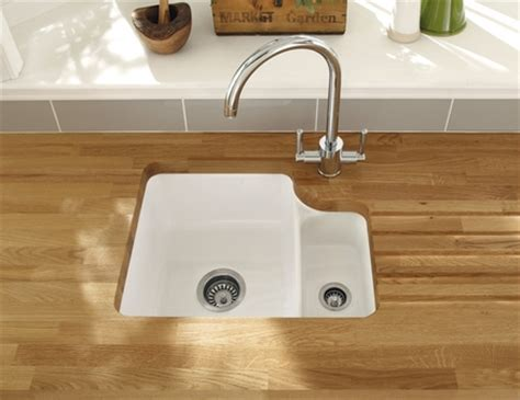 howdens kitchen sinks lamona ceramic 1 5 bowl undermount sink ceramic kitchen