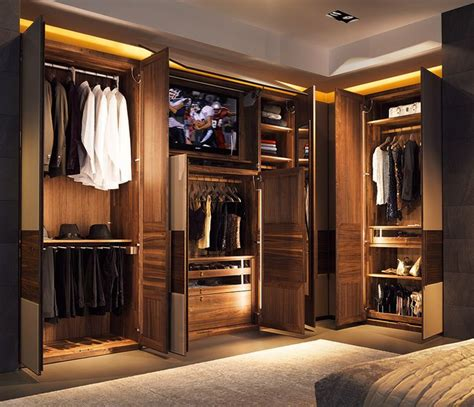 Built In Walk In Closets by Best 25 Bespoke Wardrobes Ideas On Wardrobe Images Bedroom Wardrobes Built In And