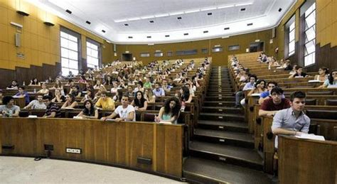 scienze della comunicazione test d ingresso universit 224 aspiranti medici al bo in mille in meno al