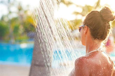 frauen am duschen solarduschen infos tipps und empfehlungen www