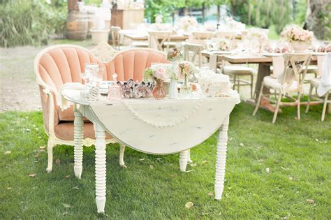 Romantic Décor Options for Your Wedding Sweetheart Table