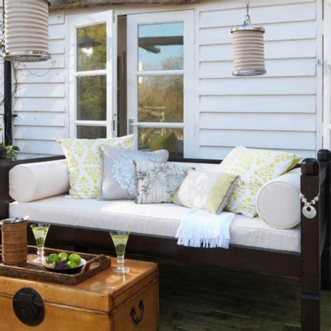 contrast light and garden summer house ideas for