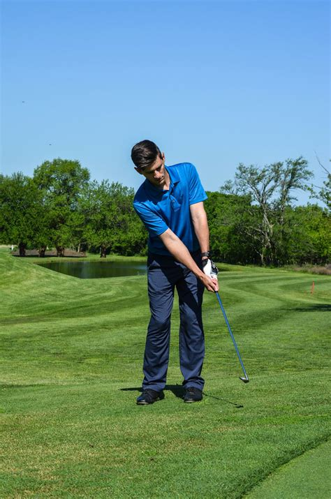 How To Improve Golf Swing by How To Improve Your Golf Swing S Summit Lifestyle