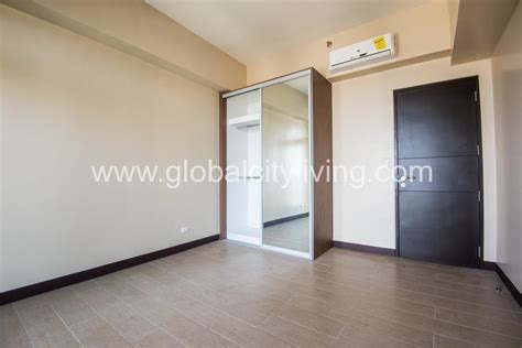 3 Bedroom Condo For Sale by 3 Bedroom Condo For Sale At Eight Forbestown Road Bgc Taguig