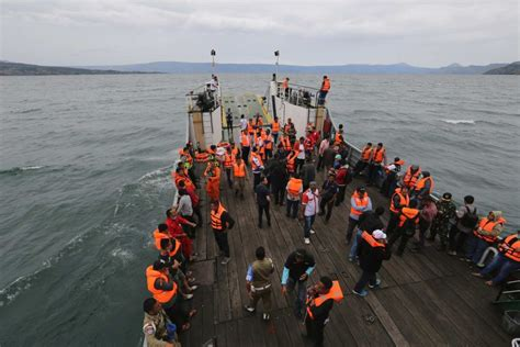 ferry lake toba sunken lake toba ferry located indonesia expat