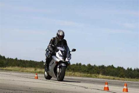 Motorrad F Hrerschein Dauer Kosten by Fahrsicherheits 252 Bungen Sicherheitstraining In Berlin