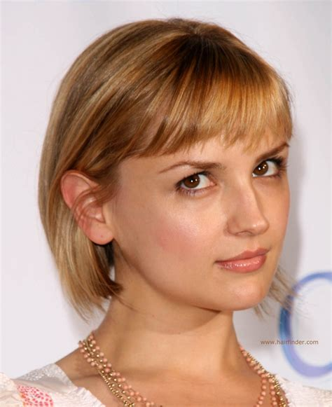 rachael leigh cook new bob haircut with a shorter back and a longer front