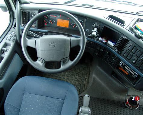 volvo trucks wikipedia file volvo fh 003 fahrer jpg wikimedia commons