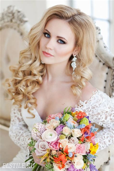 Simple Wedding Hairstyles For Curly Hair by 26 Chic Timeless Wedding Hairstyles From Elstile Deer