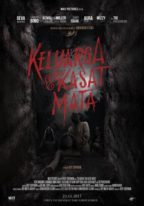 Film Keluarga Tak Kasat Mata Vs Mata Batin | ada peran makhluk halus di desain poster film keluarga tak