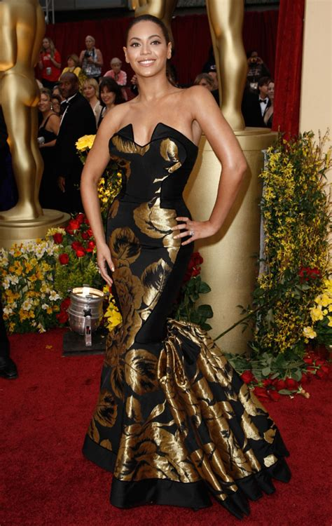 A Closer Look At The Oscars Beyonce Knowles by Beyonce Knowles Oscars Carpet 2009 Oscar Fashion