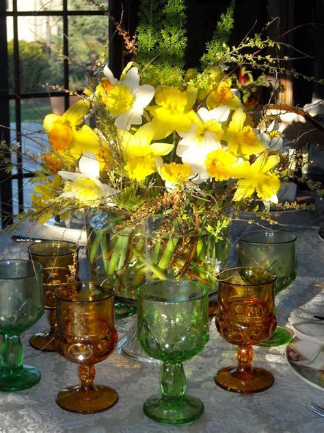 Easter Table Settings and Centerpieces   HGTV