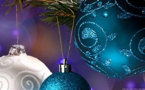 christmas themes microsoft windows 7 themes tis the season to decorate your desktop
