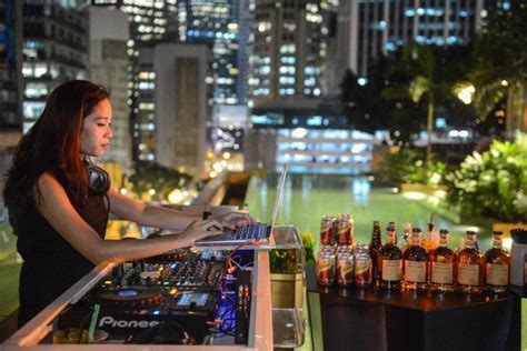 roof top bar in singapore singapore s best rooftop bars suma explore asia