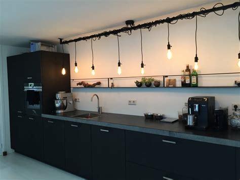 keuken industrieel look industri 235 le keuken l met edison len lightbar