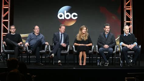 cast of designated survivor designated survivor meet the cast of abc s new tv show