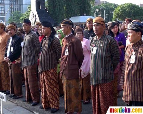 Baju Khas Semarang foto lestarikan budaya pns jateng diwajibkan berpakaian adat merdeka