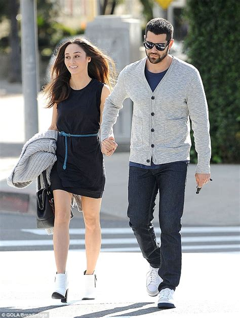 how should a 34 year old man dress jesse metcalfe and cara santana can t stop smiling as they
