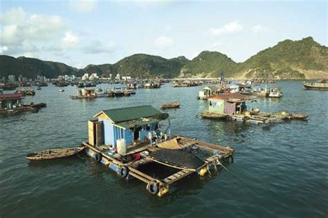 houseboat vietnam ha long bay houseboats kids encyclopedia children s