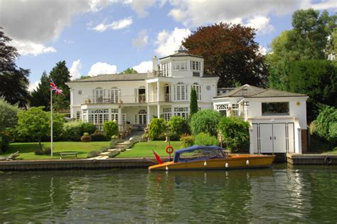 thames river oyster house richmond to henley on thames linton motor yacht charters