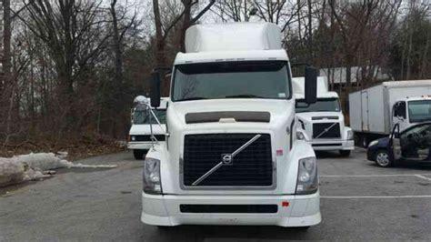 volvo 2011 truck volvo vnl64t630 2011 sleeper semi trucks