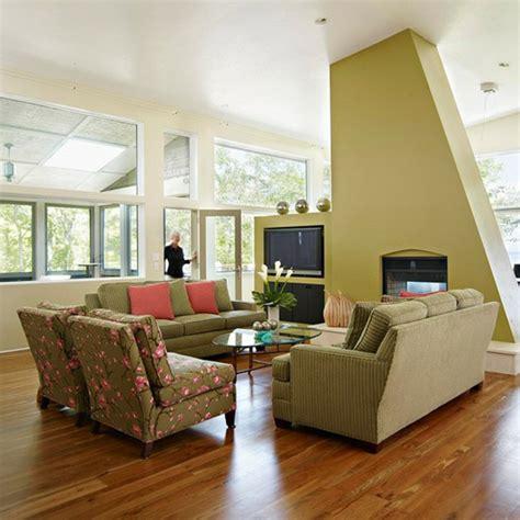 sofa für schlafzimmer wandgestaltung taubenblau rot