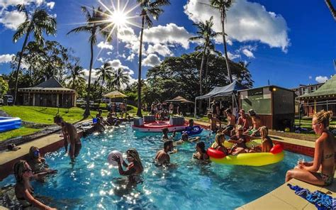 party boat airlie beach airlie beach hostel nomads backpackers hostel airlie beach
