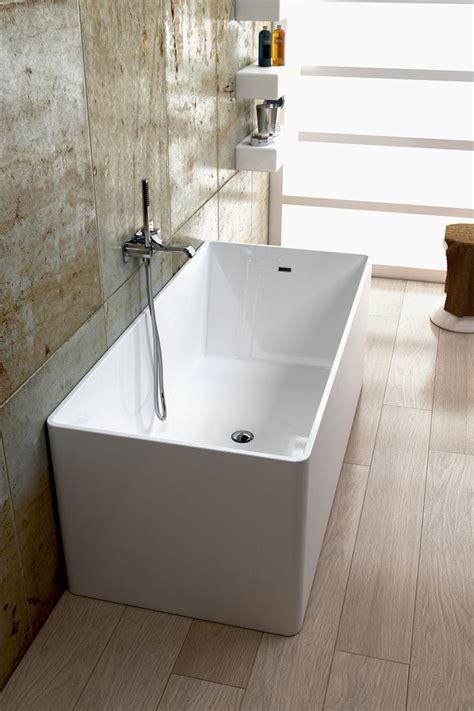 materiale vasca da bagno 25 best ideas about vasca da bagno doccia su