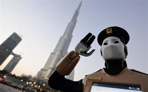 film robot policier first robotic cop joins dubai police